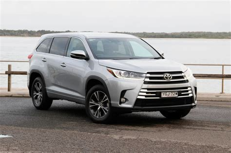 There's plenty of headroom, with enough shoulder room for three adults. Toyota Kluger GX 2017 review: snapshot   CarsGuide