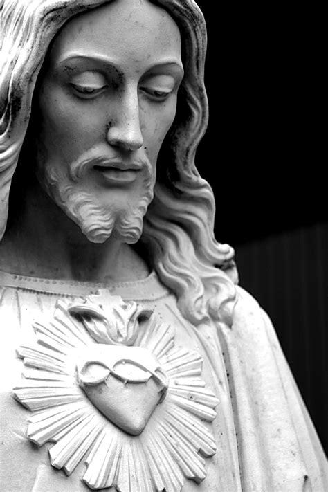 Pin by Jacklin Alexander on Jesus Christ ️ | Jesus statue, Heart of jesus, Sacred heart