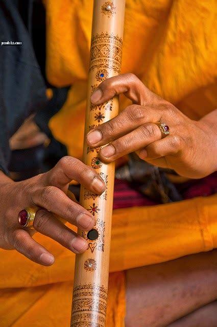 Gambar ke 4 yaitu alat musik gordang sambilan, berasal dari sumatra utara. Alat Musik Tradisional Indonesia dan Fungsinya