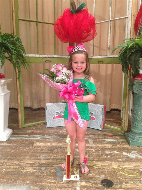 saline river chronicle news alli cathy crowned little miss pink chainimage