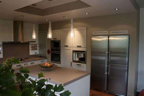 cuisine avec frigo smeg emejing cuisine avec frigo noir contemporary lalawgroup