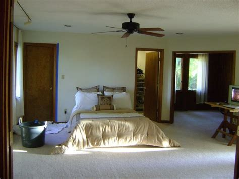 Bedroom Paint Ideas With Oak Trim by The Stained Wood Trim Stays 16 Wall Colors To Make It