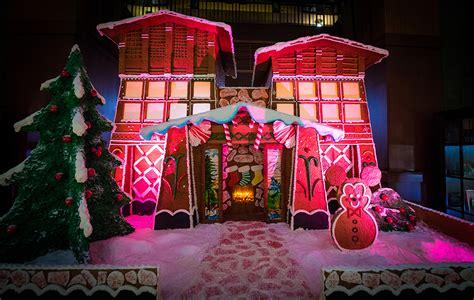 Hotels Of Disneyland At Christmas Halfday Tour Disney