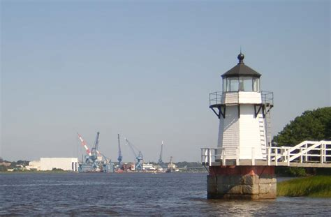 File:Doubling Point Light with Bath Iron Works.JPG