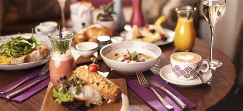 Speisen und Getränke im Afro Cafe in Salzburg