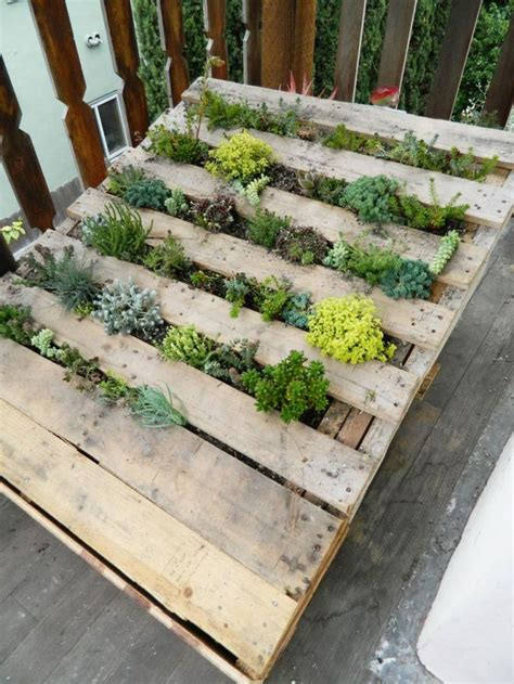 pallet planter 1000 images about pallet diy projects on pinterest upcycling succulent wall and planters