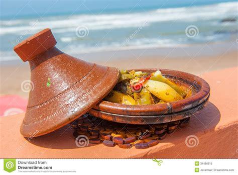 maroc cuisine traditionnel tajine de poissons plat marocain traditionnel photo libre