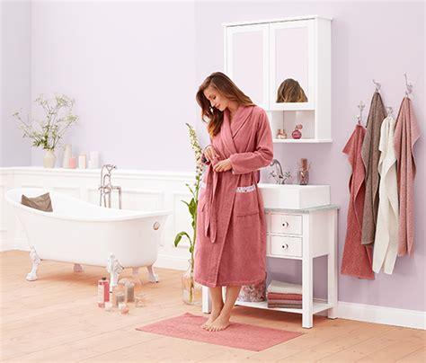 Badezimmer Spiegelschrank Blau Tchibo by Badezimmer Trends Bei Tchibo Deko Textilien Und M 246 Bel