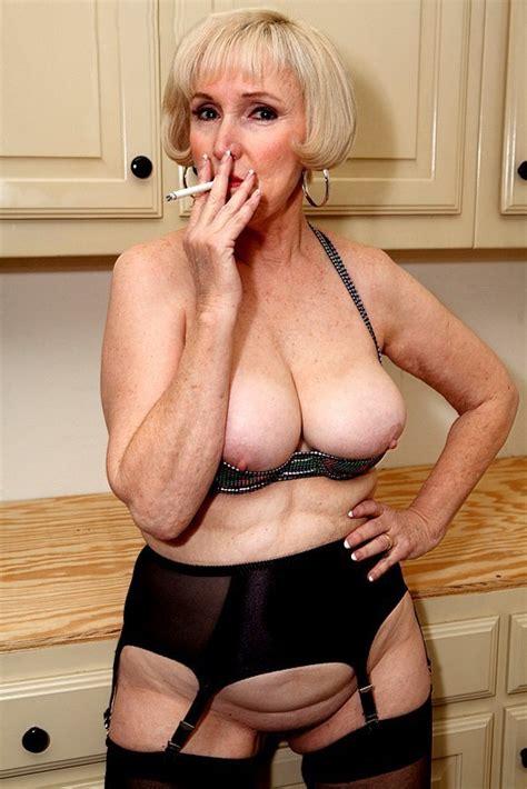 Mature Lola Lee Smoking Tubezzz Porn Photos