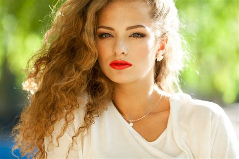 Which Method Is Best To Color Curls Pintura Highlights Vs