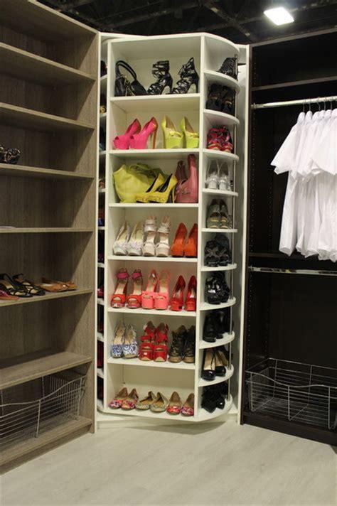 the revolving closet organizer manually rotates 360