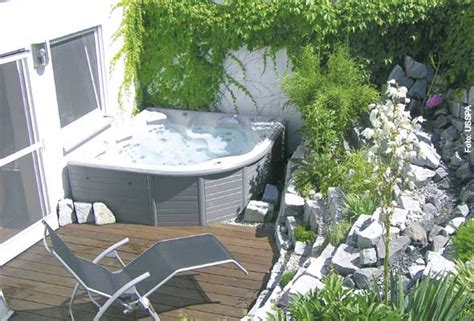 Whirlpool Für Kleinen Garten by Sprudelspa 223 Im Garten