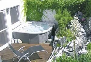 Sprudelspass im garten whirlpool zu hausede for Whirlpool garten mit beistelltisch balkon
