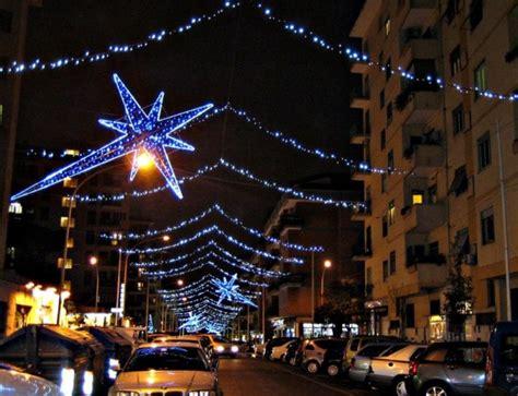 Salerno Illuminazioni Natalizie by Al Via Il Montaggio Delle Luminarie Natalizie