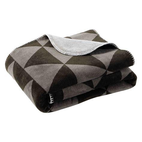 plaid canap noir plaid motif triangles gris noir 130 x 170 cm citylive