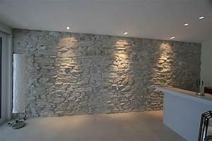 Riemchen Kleben Außen : steinwand mit beleuchtung wohndesign ~ Orissabook.com Haus und Dekorationen