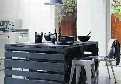table de cuisine en palette petits meubles en palettes de récup 39 lila sur sa terrasse