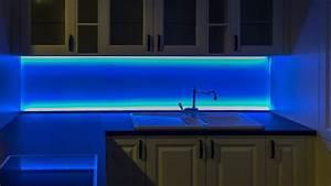 Küchenrückwand Glas Beleuchtet : ideen in glas f r ihre k che hygienisch modern und innovativ ~ Frokenaadalensverden.com Haus und Dekorationen