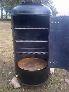 Fabriquer Un Barbecue Avec Un Bidon : depuis peu le fumoir est termin je l 39 ai r alis dans un ballon d 39 eau chaude de 200 litres je ~ Dallasstarsshop.com Idées de Décoration