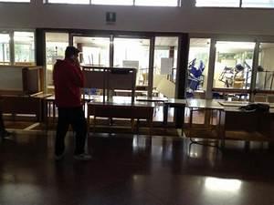 Foto barricate con banchi e sedie quattro scuole occupate for Quattro c cucine bari