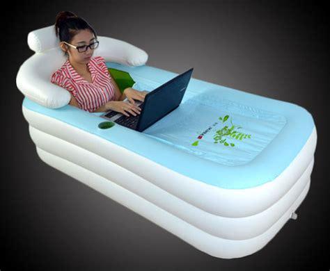 inflatable bath tub omdat eigenlijk iedereen een bad wil freshgadgetsnl