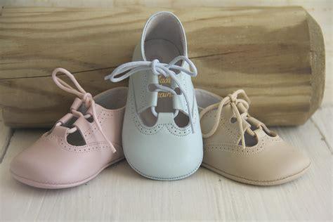 pisamonas presenta coleccion de calzado infantil primavera