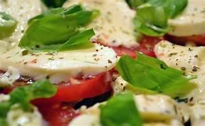 Tomate Mozzarella Rezept : mozzarella tomaten salat ~ Lizthompson.info Haus und Dekorationen