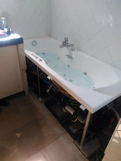 comment installer une baignoire balneo installer une baignoire balneo 28 images bien choisir sa porte et sa paroi de leroy merlin