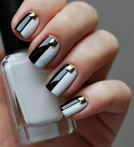 Nägel Schwarz Gold : nagellack design in schwarz we gl nzender nagelschmuck gold steinchen nailart ~ Frokenaadalensverden.com Haus und Dekorationen