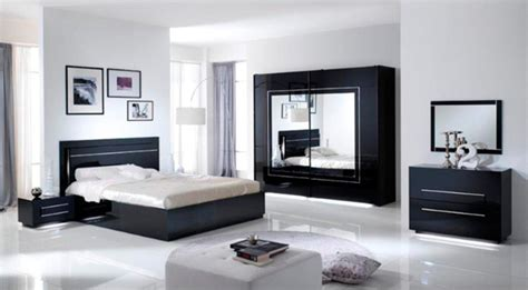 miroir dans chambre a coucher miroir city laque noir chambre 192 coucher