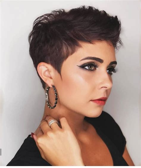 easy everyday hairstyle for short hair women pixie