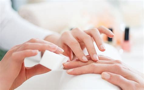 The Benefits Of Waterless Manicures Wellgood