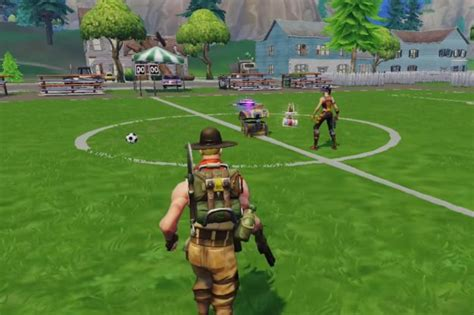 fortnite mobile continues   record breaking