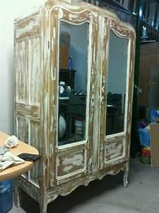 ropero antiguo en decapado color blanco con espejos