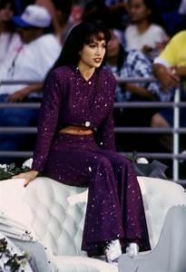 Stylish Selena Quintanilla Outfits