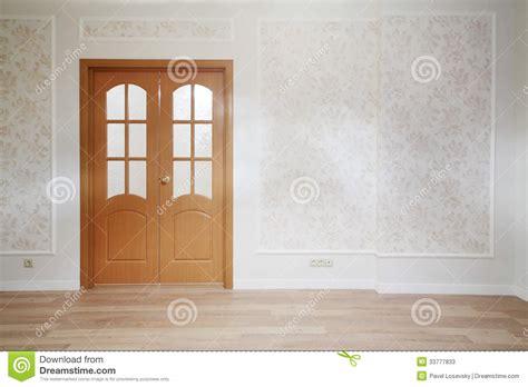 porte en bois de chambre porte en bois dans la chambre simple avec le plancher en
