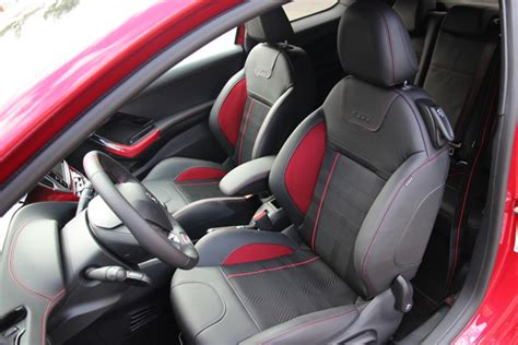siege auto haut de gamme peugeot 208 gti sportive et haut de gamme