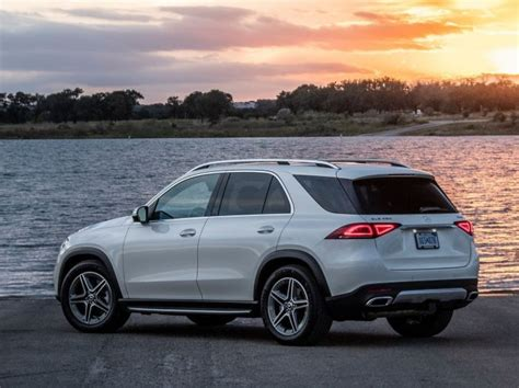 Our comprehensive reviews include detailed ratings on price and features, design, practicality, engine. 2020 Mercedes-Benz GLE On-road Price in India at About Rs. 90 lakhs!
