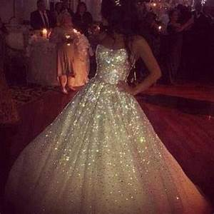 ohhhhh eeeemmmmmm ggggeeeeeee i am loving this glitter With sparkly wedding dress