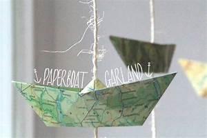 Fensterdeko Selber Machen : papierboot girlande aus atlasseiten upcycling n hmarie ~ Eleganceandgraceweddings.com Haus und Dekorationen