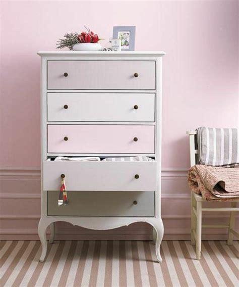 comment repeindre un meuble laque great repeindre un meuble de couleur pale et mur with comment repeindre un meuble ikea