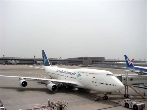 File:Garuda Indonesia Air Lines at Narita 200507.jpg ...