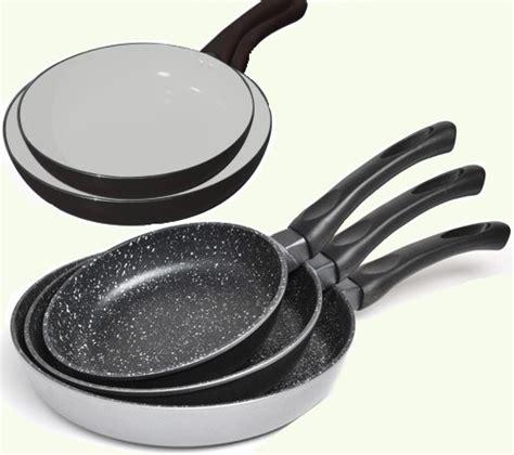 poeles cuisine poele anti adhesive table de cuisine