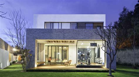 20 Fachadas de casas modernas de dos pisos con techo plano