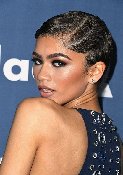 Finger Waves: An Old School Classic Hair Style That?s