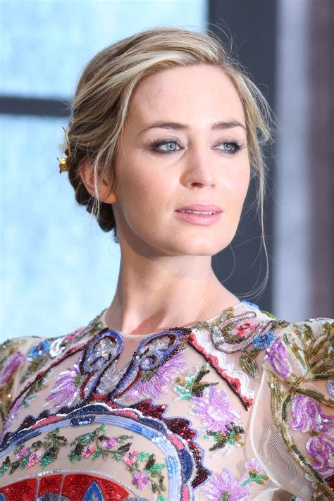 Hottest pictures of emily blunt, the marry poppins, and a quiet place actress. Emily Blunt & Luke Evans Were Perfection At 'The Girl On The Train' Premiere