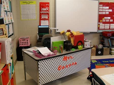 cool ways to set up your room 36 clever diy ways to decorate your classroom