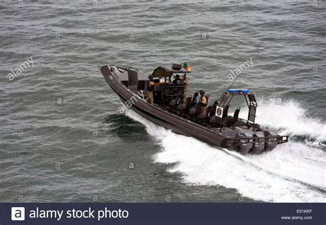 Special Boat Service Us Navy by Us Navy Seal Team Members With Naval Special Warfare