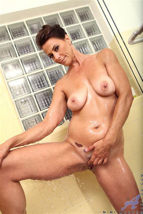 Mommy Mimi Moore Gets Naughty In The Bathroom Milf Fox