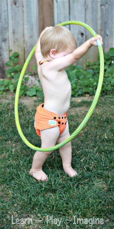 gross motor activity hula hoop learn play imagine 490 | Gross Motor Activity %7BHula Hoop Games%7D (42)